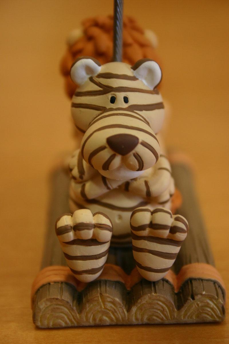 Sujetapapeles con un tigre y un león 1