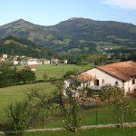 Vista de Gartzain desde la casa rural Larraldea