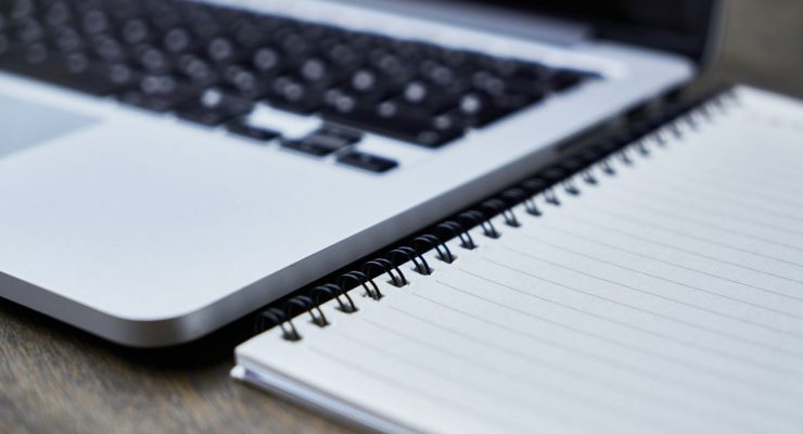 Cuaderno y portátil