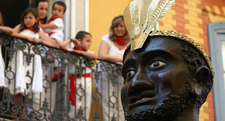 El rey negro de la Comparsa de Gigantes y Cabezudos de Pamplona