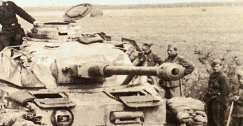 Portada del libro Kursk, 1943. La batalla decisiva, de Álvaro Lozano