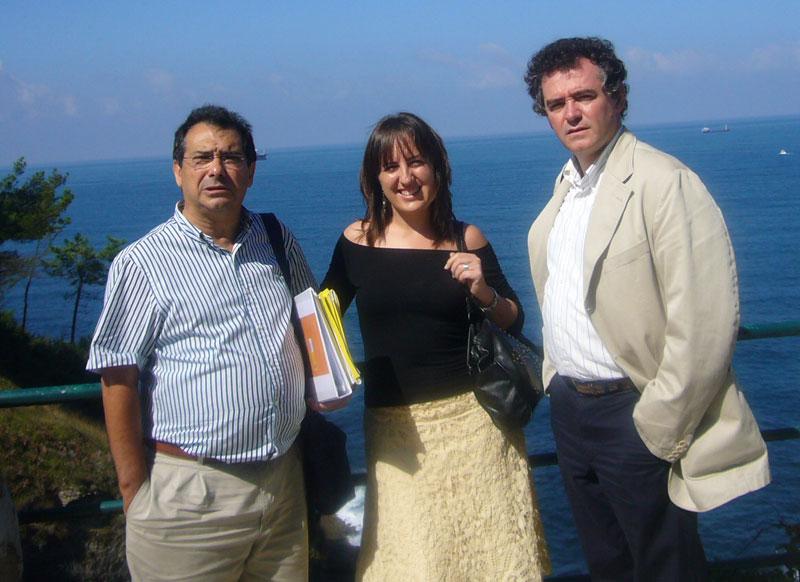 Felipe Zayas, Tíscar Lara y Eduardo Larequi en el Palacio de la Magdalena