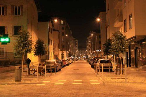 Pamplona nocturna, cruce de las calles Aralar y Gorriti, 1