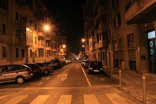 Pamplona nocturna, cruce de las calles Aralar y Gorriti, 3