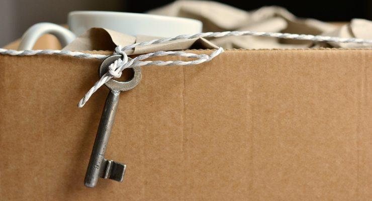 Caja y llave para una mudanza