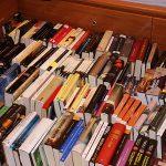Los libros por el suelo