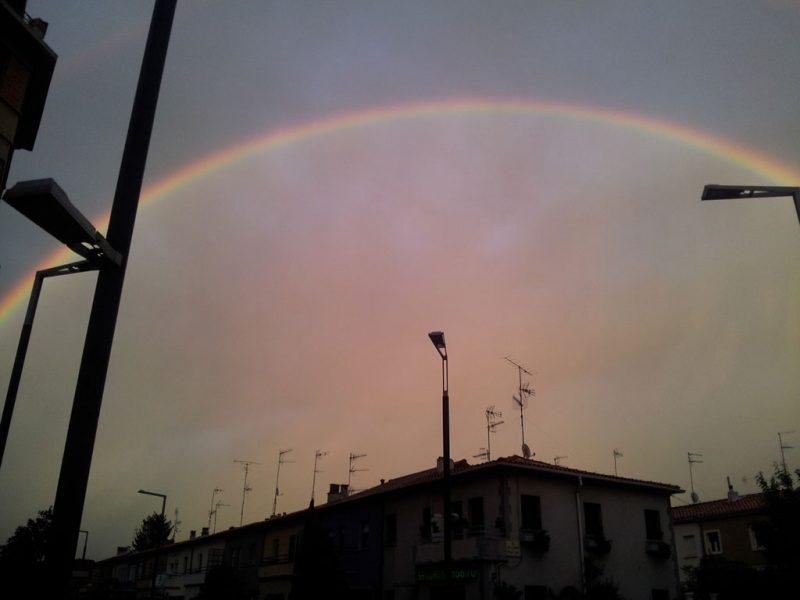 El arco iris, desde el cruce de las calles Aralar y Gorriti, 1