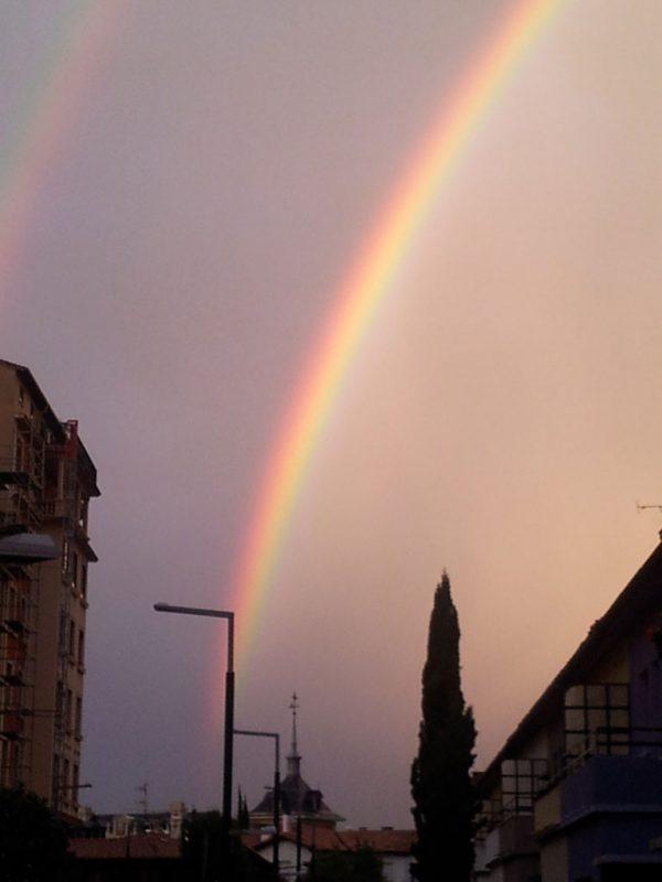 El arco iris, desde el cruce de las calles Aralar y Gorriti, 4