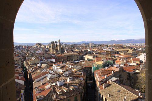Una vista enmarcada del Casco Viejo de Pamplona