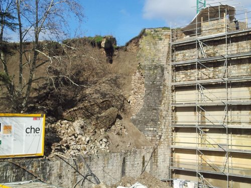 Otra vista del tramo derrumbado de la muralla