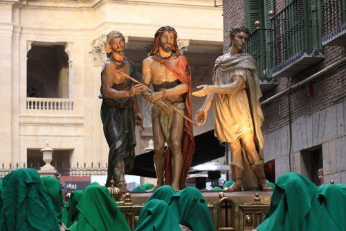 Paso 6, Ecce Homo, con sus portadores