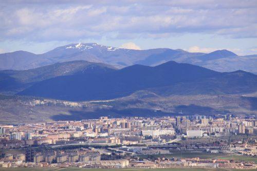 Vistas de Pamplona y su cuenca 1. Al fondo, nevado, el Adi