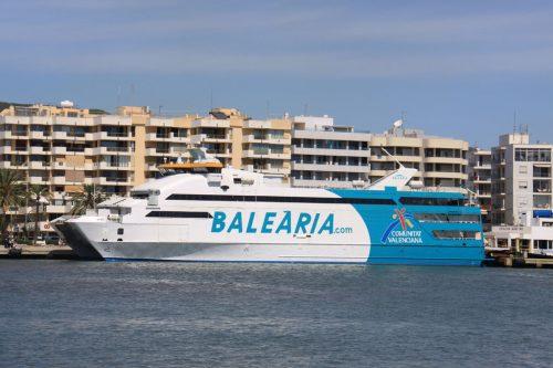 El fast ferry Nixe, en el puerto de Ibiza