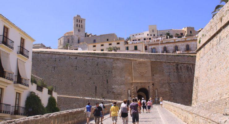 Rampa de acceso al Portal de ses taules o Puerta del mar