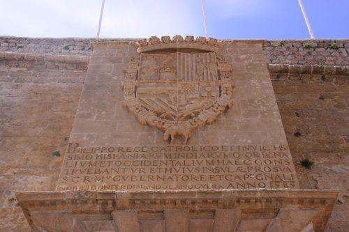 Escudo de armas de Felipe II, sobre el Portal de ses taules