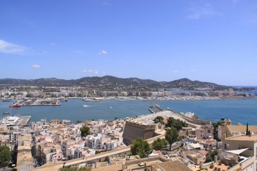Vista de la ciudad y puerto de Ibiza, desde Dalt Vila