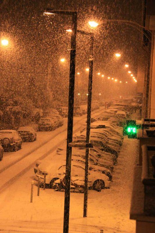 La nieve desde el balcón. Nieva en la calle Aralar 1