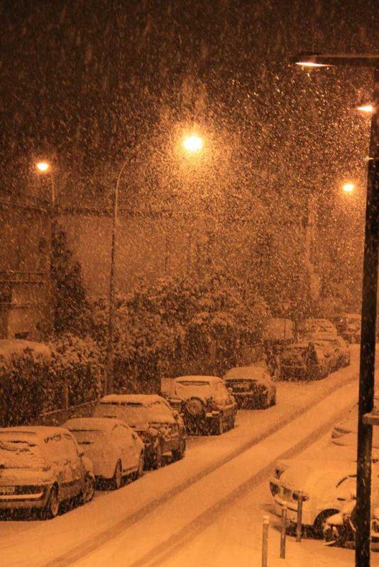 La nieve desde el balcón. Nieva en la calle Aralar 2