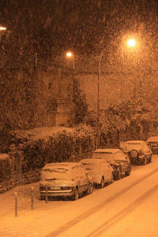 La nieve desde el balcón. Nieva en la calle Aralar 3