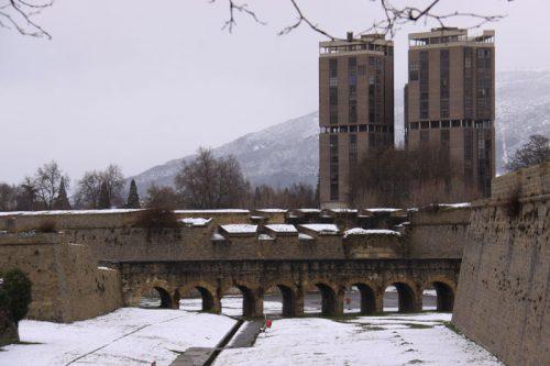 El Edificio Singular y los fosos de la Ciudadela
