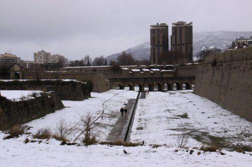 Los fosos de la Ciudadela y el Edificio Singular