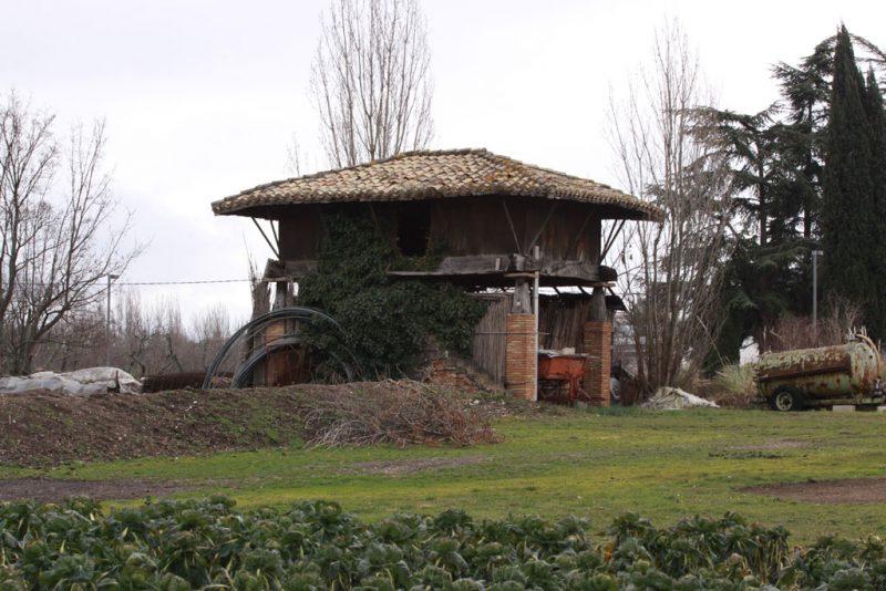 El único hórreo que existe en Pamplona, en la Vuelta de Aranzadi