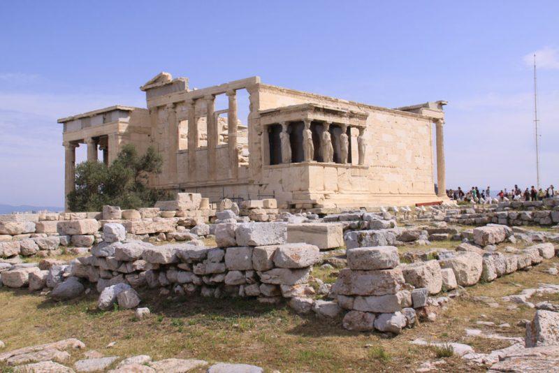 Vista general del Erecteión, Acrópolis de Atenas