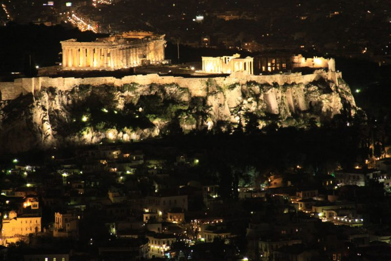 Vista nocturna de Atenas y la Acrópolis desde el monte Licabetos 1