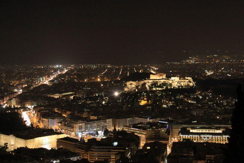 Vista nocturna de Atenas y la Acrópolis desde el monte Licabetos 2
