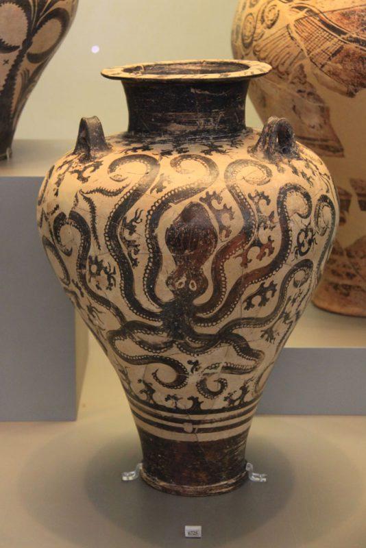 Vasija de cerámica, con decoración de pulpo, Museo Arqueológico Nacional, Atenas