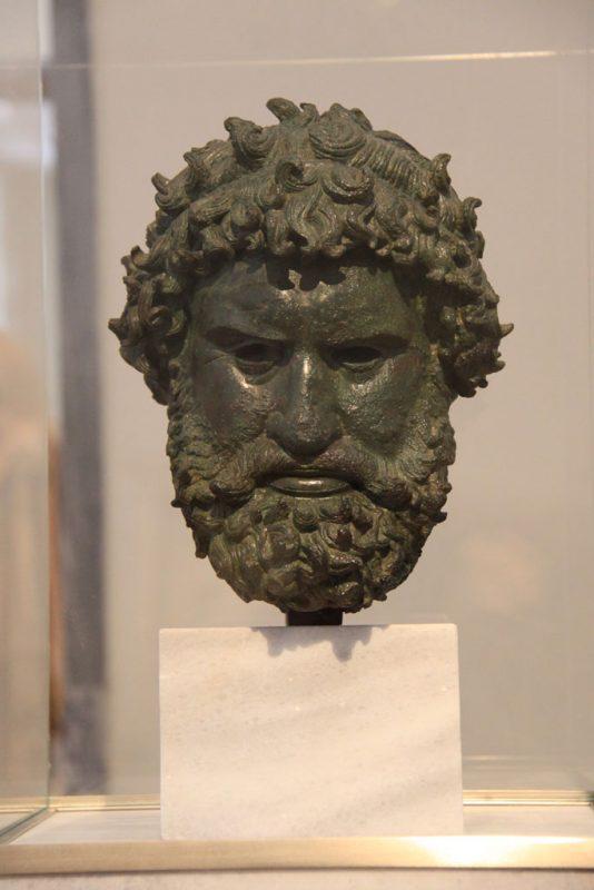 Cabeza de boxeador, Museo Arqueológico Nacional, Atenas