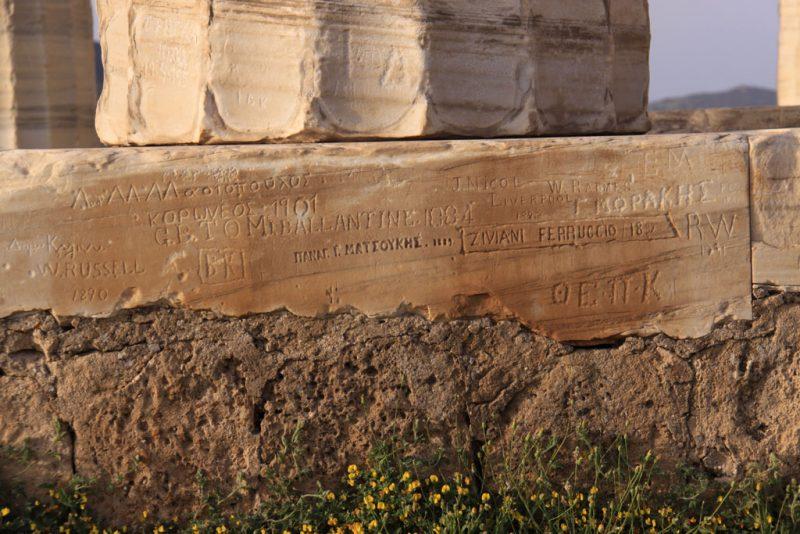 Inscripciones en el templo de Poseidón, en el cabo Sounion