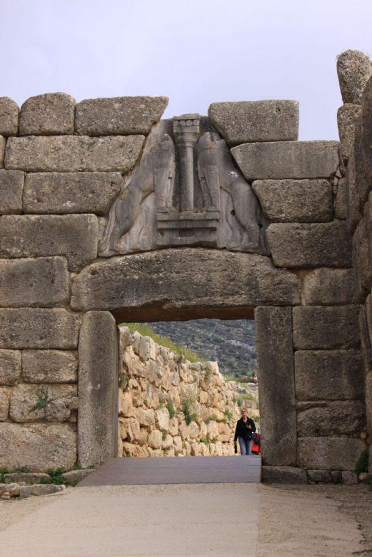 Acrópolis de Micenas, Puerta de los Leones 1