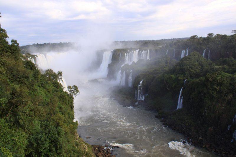 El río Iguazú, tras sobrepasar los principales saltos 1