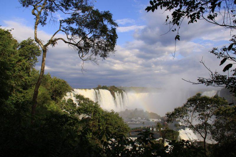 Arco iris entre las cascadas 2