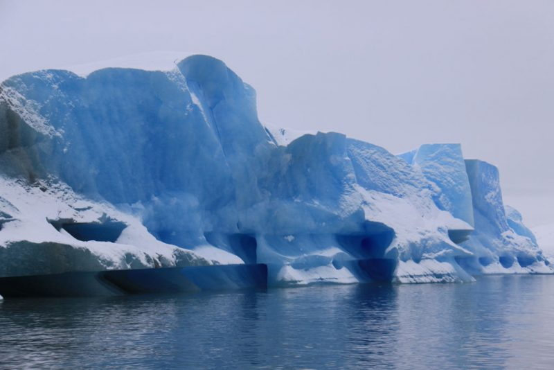Témpano en la ruta al Glaciar Perito Moreno