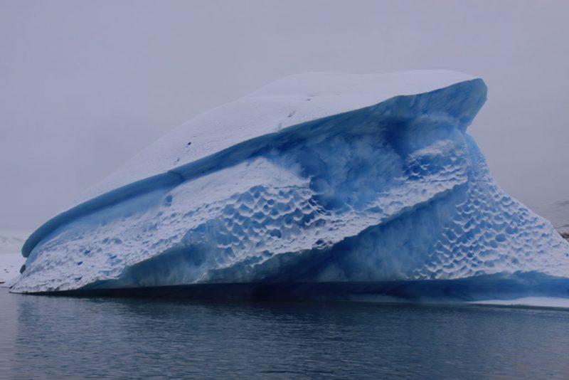 Extrañas formas de los témpanos en la ruta al Glaciar Perito Moreno