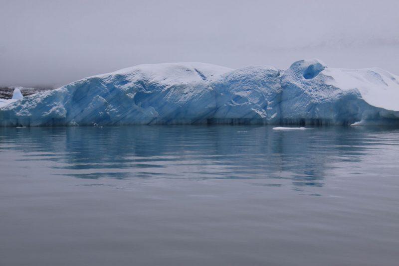 Témpanos de hielo en la ruta al Glaciar Perito Moreno