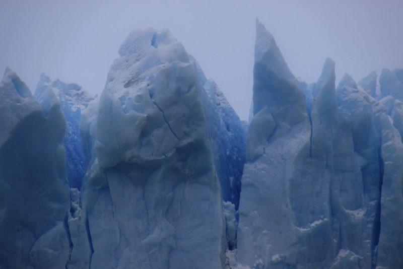 Detalle de las formas del hielo en la cara norte del frente del Glaciar Perito Moreno