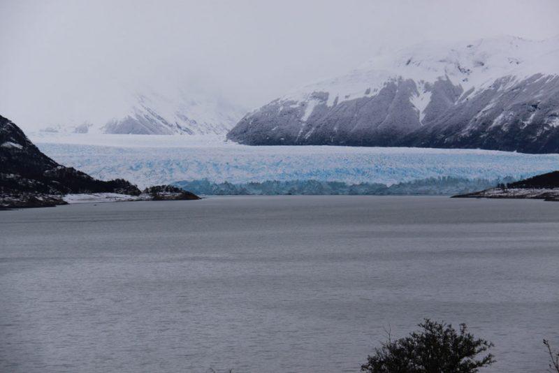 Vista general de la cara sur del Glaciar Perito Moreno y del brazo Rico del Lago Argentino