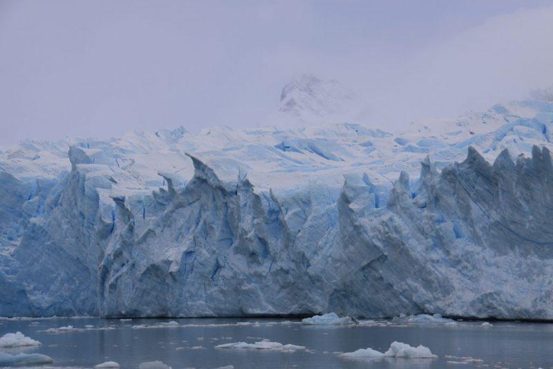 Dientes de tiburón en el hielo del Glaciar Perito Moreno