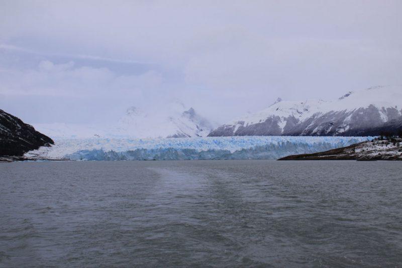 Vista general de la cara sur del frente del Glaciar Perito Moreno, desde el barco