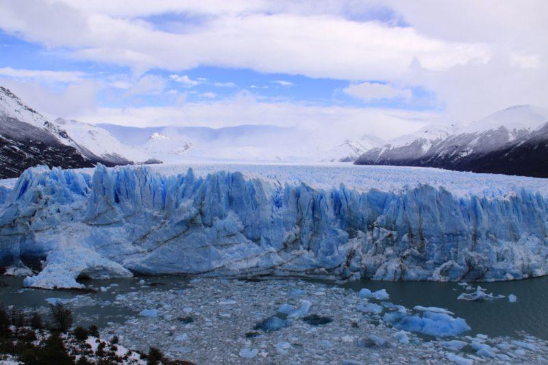 Glaciar y témpanos desprendidos