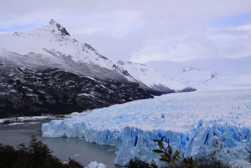 La cara sur del frente del Glaciar Perito Moreno, bajo el Cerro Moreno