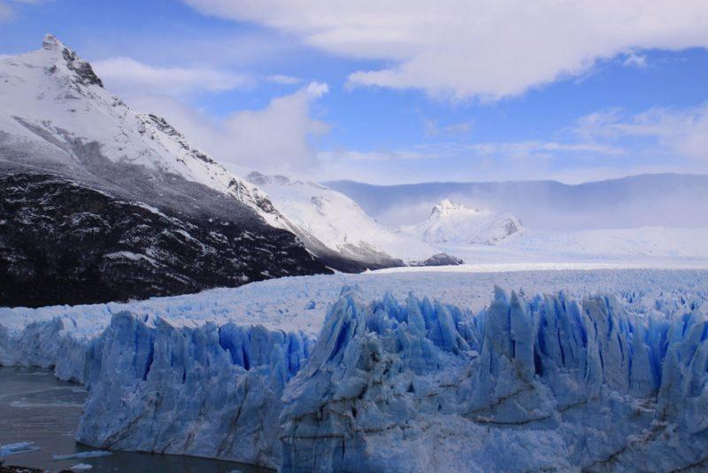 El Glaciar Perito Moreno junto al bosque patagónico, y con el Cerro Moreno tras él 2