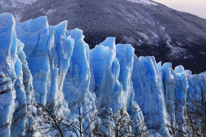 Detalle de las aristas del hielo glaciar