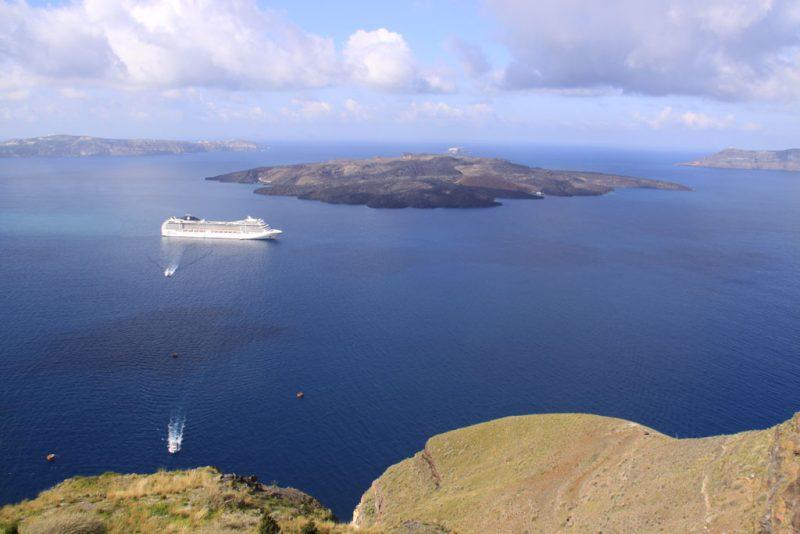 Vista general de la caldera de Santorini, con la isla de Néa Kaméni 1