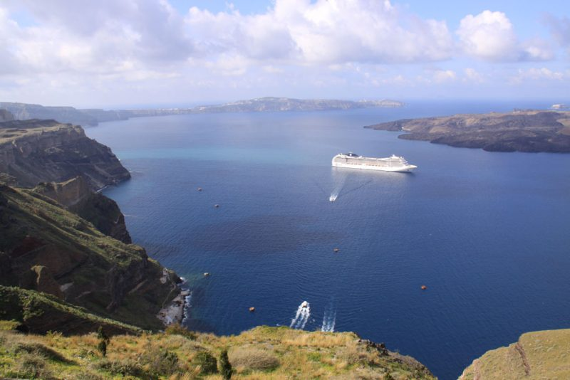 Vista general de la caldera de Santorini, con la isla de Néa Kaméni 2