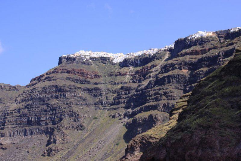 Casas sobre los acantilados de la caldera de Santorini
